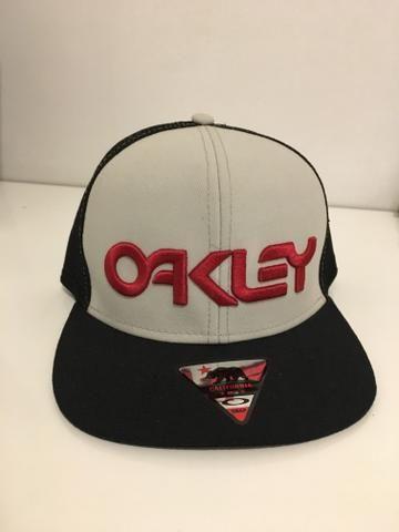 Boné da Oakley