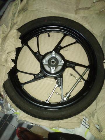 Vendo rodao da titan ou fan 160 com pneu e tudo nela por 200 reais - Foto 2