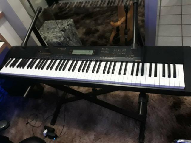Piano digital CDP 230 R da Casio com case de alumínio