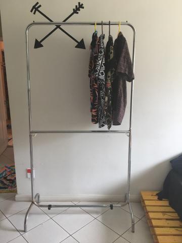 Arara para roupas   cabideiro - Móveis - Ianetama 5de5a62cc3b28