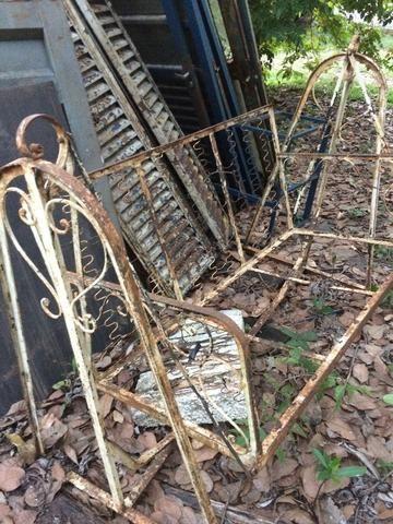 Portas de Madeiras Antigas, Grades Metálicas Antigas, Sofá de Balanço Metálico - Foto 5