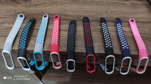 Pulseiras furadas coloridas  e pretas para Smartband Mi band 3 4 ou 5