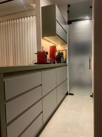Apartamento Mobiliado e decorado. 2 dorm, 1 suíte. Lazer completo! Região Central - Foto 6