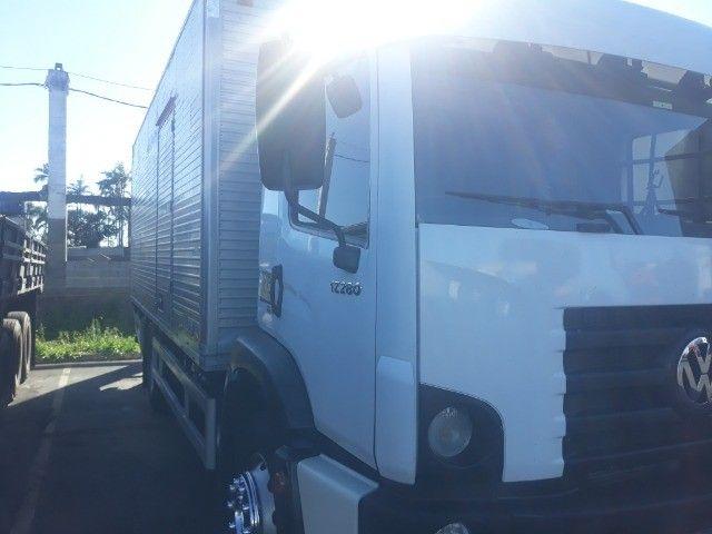 Caminhão vw 17.280 Constellation Baú 12/12 - Foto 2