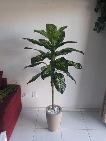 Planta artificial Comigo Ninguém Pode 1.40m + vaso para sua casa e escritório