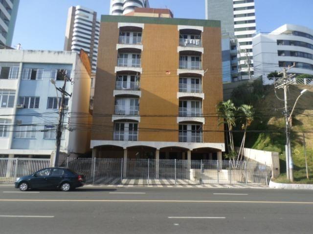 Ondina - Apartamento de quarto e sala com varanda de frente para a Avenida - Foto 2