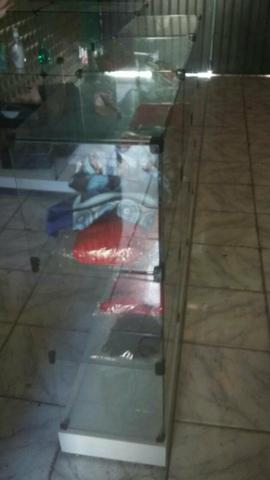 Vende se pratilheiras de vidro