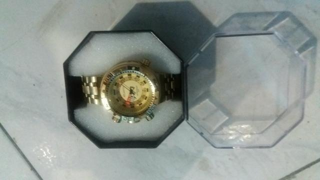 Relógio novo nunca foi usando