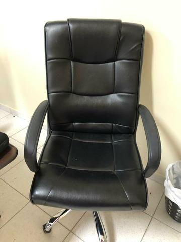 Vendo Cadeira Giratória para escritório