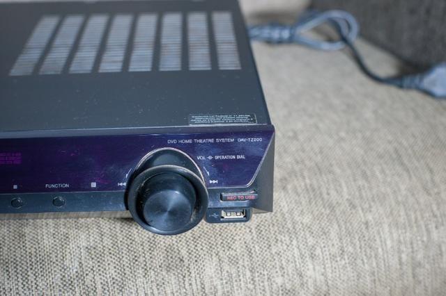 Home Theater Sony DAV-TZ200 com dvd sem controle remoto usado