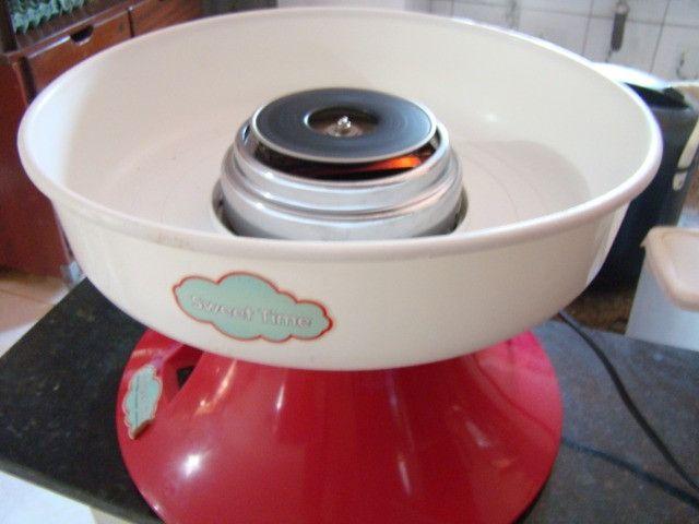Máquina portátil de fazer algodão doce