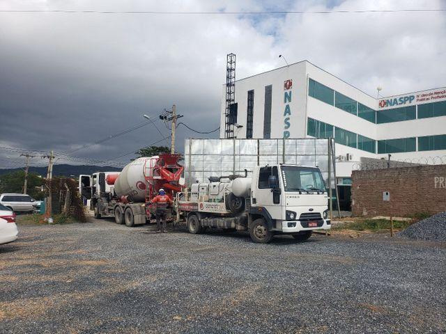Locação Caminhão BETONEIRA 6x4 Bomba de Concreto Usina Cimento VW FORD MB Liebherr  - Foto 2