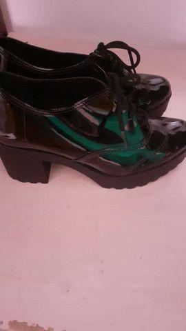 Sapato de verniz da moleca