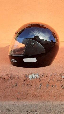 2 capacetes + 2 capas (gratuito)