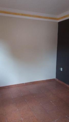 Casa em Ouro Fino, 2 quartos, sala, cozinha, banheiro