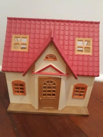 Casinha da Sylvanian Families + casinha de madeira