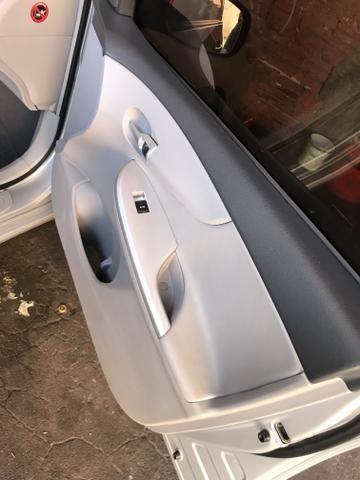 Toyota Corolla xei 13/14 Carro em excelente estado - Foto 15