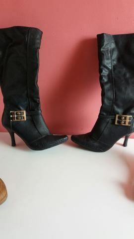 Botas e sapato feminino