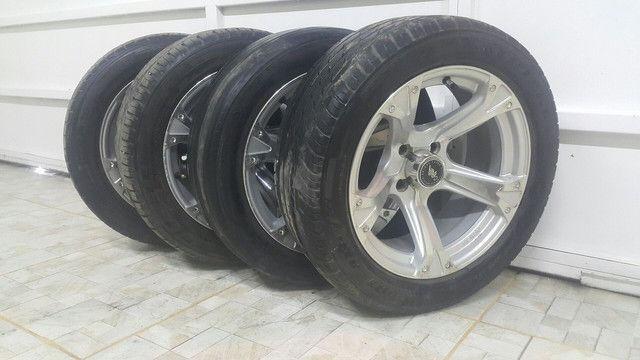 Aro 15 com pneu 195/50 R$: 2.000 tel: 9.9964.7494