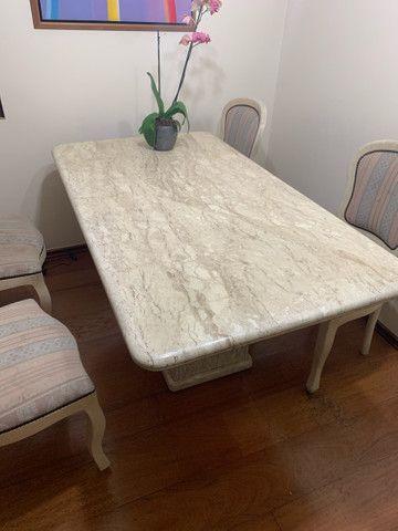 Mesa de jantar de mármore com 6 cadeiras