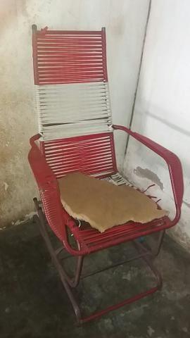 Vendo 8 cadeiras de plástico e 2 de balanço 10 vez mais barato