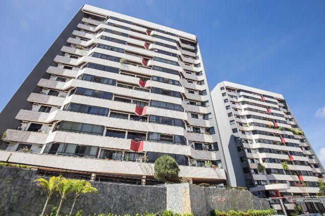 Apto no 9° andar, med. 220 m², no Cond. Saint Michel