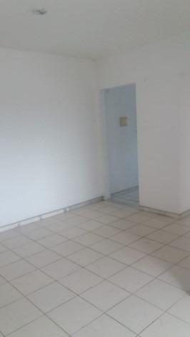 Apartamento 2/4 na Estrada do Coco - Foto 8