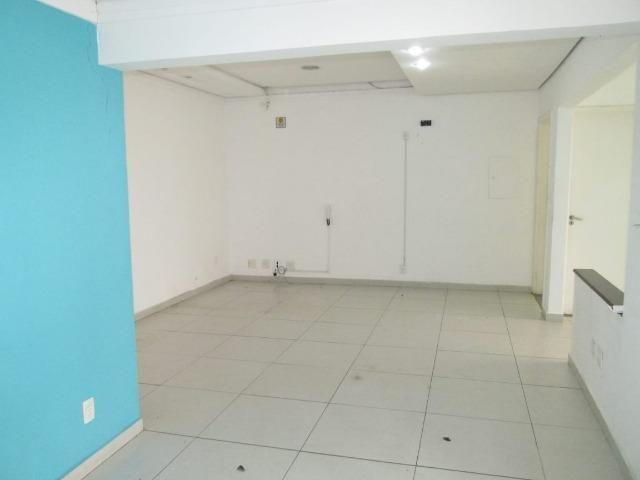 Casa Comercial - R. Sen. Souza Naves - (Próx. Av. Bandeirante - em frente Clinilab)