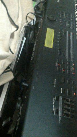 Teclado roland xp 80 aceito pedais pedaleira guitarra - Foto 2