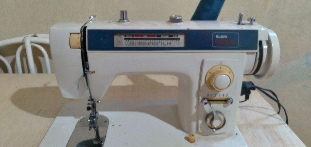 Máquina de custura Elgin Genius