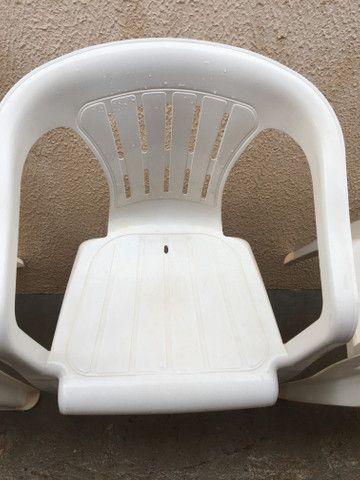 Cadeira de plástico em Ji-Paraná. - Foto 3