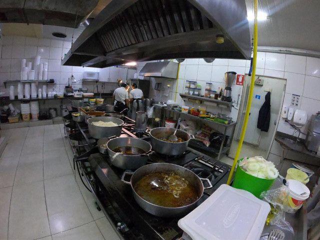 Vaga de emprego: auxiliar cozinha e garçon noite