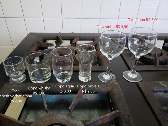 Taça água, vinho, copo água, whisky, batidinha