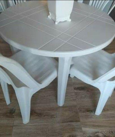 Mesa desmontável com 4 cadeiras