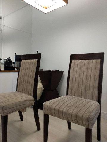 4 cadeiras madeira maciça usadas estofadas - Foto 3