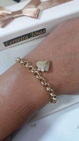 Pulseira feminina elo português com pingente coração em ouro 18k - Foto 2