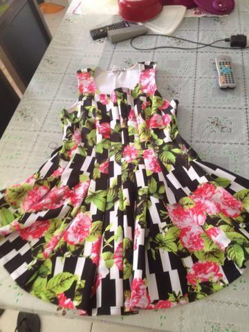 Vende-se vestidos usados