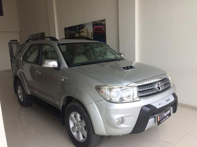 Hilux SW4 SRV 4x4 (7 lugares)