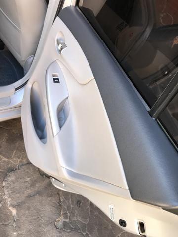 Toyota Corolla xei 13/14 Carro em excelente estado - Foto 14