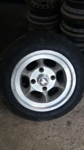 Jogo de rodas de fusca Gaúcha com 4 pneus *