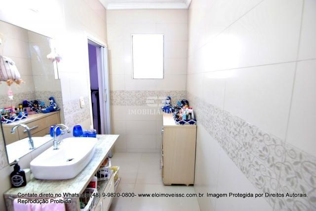 Casa no bairro Balneário, Florianópolis de 04 dormitórios com suíte - Foto 20