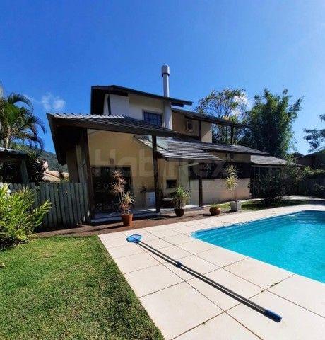 Casa a venda, com 3 quartos, em condomínio fechado. Lagoa da Conceição, Florianópolis/SC.