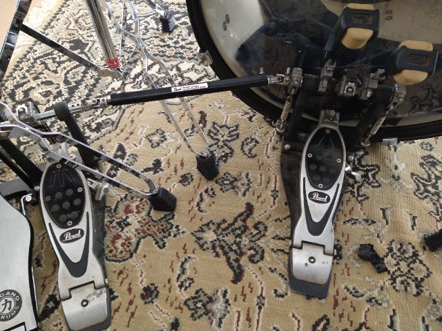 Pratos de bateria e pedal duplo - Foto 4
