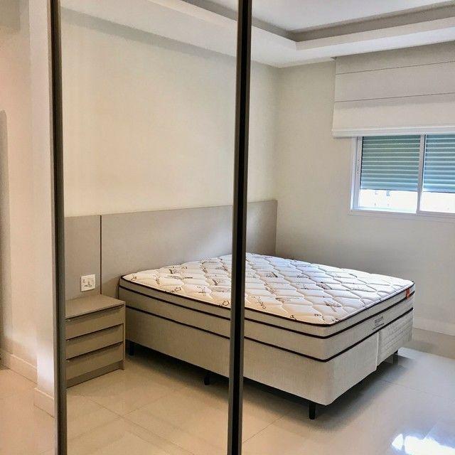Apartamento mobiliado com 4 suítes na Meia Praia Itapema - SC. - Foto 18