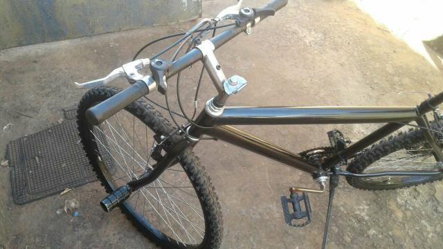 992010554 vendo bicicleta preta aro 26