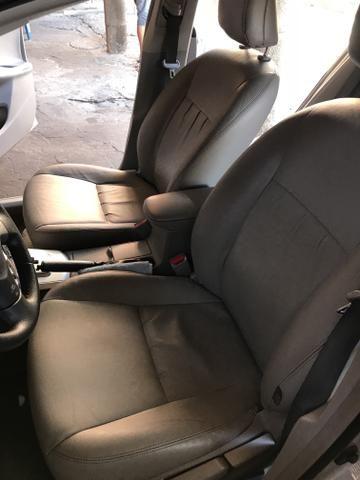 Toyota Corolla xei 13/14 Carro em excelente estado - Foto 19