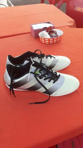 Chuteira Adidas futsal original número 41 - Esportes e ginástica ... 41113802e565b