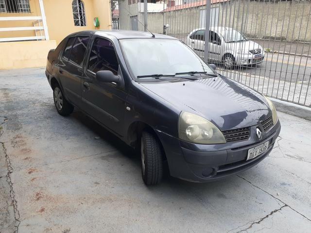 Clio sedan Rl 1.0 4p 2004