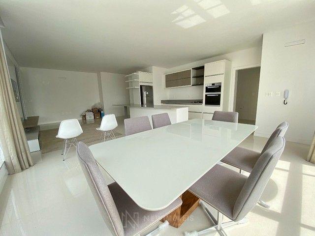 Apartamento Semi-Mobiliado 3 Suítes e 3 Vagas em Balneário Camboriú - Foto 4