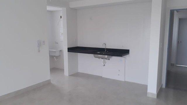 Apartamento de Dois Quartos - Suíte - Duas Vagas - Alto Padrão // Castelo Manacás - Foto 3